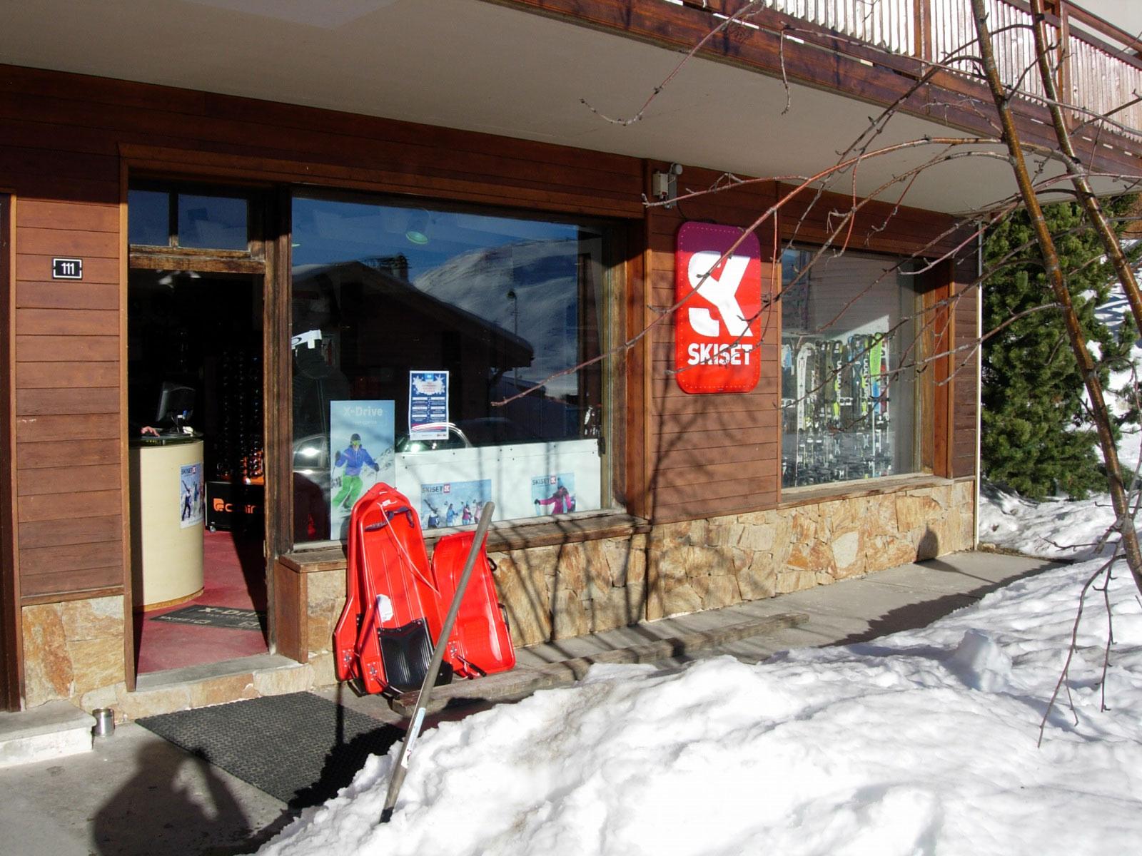 Henri Sports - Skiset (Centre Station)
